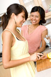Hugga av en citron Royaltyfri Fotografi