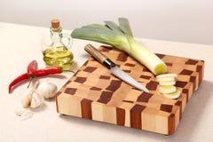 hugga av grönsaker för bräde Arkivbild