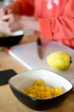 hugga av mango royaltyfria foton