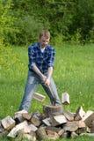 hugga av trä Royaltyfri Fotografi