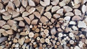 Hugga av trä med en yxa Bakgrund Royaltyfri Foto