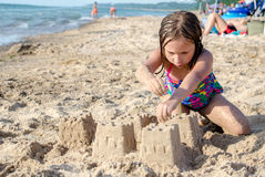 Hugga sandslottar på Lake Michigan Royaltyfri Bild
