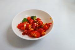 Huggen av thailändsk röd chili Royaltyfri Foto