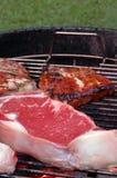 hugger av steaks Arkivfoton