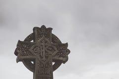 Huggit kors för sten klosterbroder Royaltyfri Bild