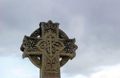 Huggit kors för sten klosterbroder Royaltyfri Fotografi