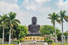 Hugh Buddha staty i landskap för Buddha för åtta Trigramberg Royaltyfria Foton
