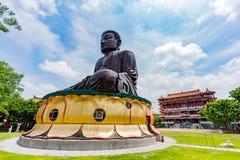 Hugh Buddha staty i landskap för Buddha för åtta Trigramberg Royaltyfria Bilder