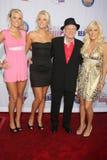 Hugh Hefner, Crystal Harris, Karissa Shannon, Shannon Hughes, Kristina Shannon imagem de stock royalty free