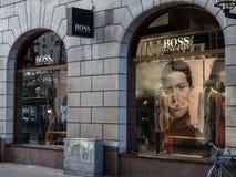 Hugo Boss lagerframdel Tyskt lyxigt modehus arkivbild