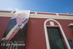 Hugo Chavez affisch i kolonial stad av Ciudad Bolivar, Venezuela Royaltyfri Foto
