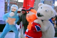 Hugo Girard mit Maskottchen Youppi! , Yeti und Eisbär Stockfotos