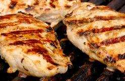 Huhn auf dem Grill Lizenzfreie Stockfotos