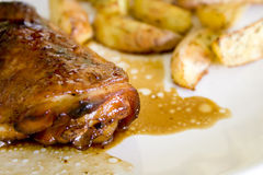Huhn auf Honig mit Wein Lizenzfreie Stockfotos