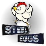 Huhn, das auf Ei sitzt Lizenzfreie Stockbilder