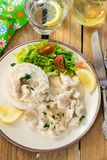 Huhn in der käsigen sahnigen Soße diente mit Reis Lizenzfreie Stockbilder