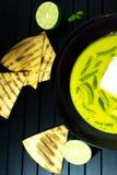 Huhn in der Kokosnusssoße mit Gewürzen Schüssel Hühnercurry in einer sahnigen Soße Gelber Curry des Huhns stockbilder