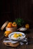 Huhn in einer Currysahnesauce lizenzfreie stockbilder