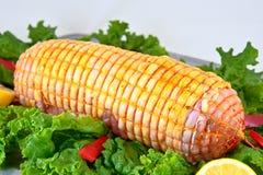 Huhn gerolltes Fleisch eingeschlossen in gebundener Filetarbeit Stockfoto