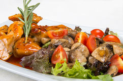 Huhn mit Pilzen und Gemüse Lizenzfreie Stockfotografie