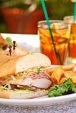 Huhn-Schnur-Blau-Sandwich Lizenzfreie Stockfotografie