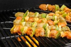 Huhn-Ticka-Kebab auf Aufsteckspindeln Stockbild