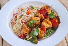 Huhn Tikka mit Kuskus-Salat Lizenzfreie Stockbilder