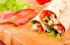 Huhn-Tortilla-Verpackungen Stockbilder