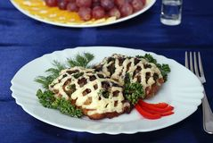 Huhnhieb mit Pilzen lizenzfreies stockbild