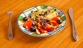 Huhnkasserolle mit Gemüse Stockbild