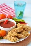 Huhnnuggets mit Tomatensauce Lizenzfreies Stockfoto