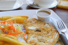 Huhnsteak mit Gemüse Lizenzfreie Stockbilder