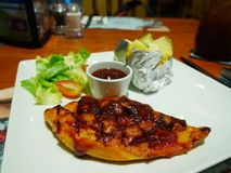 Huhnsteak mit Gemüse Lizenzfreies Stockfoto