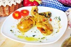 Huhntrommelstock mit Gemüse und Curry Stockfotos