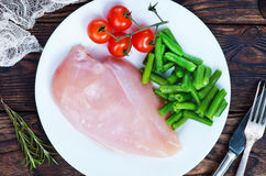 Huhnverkleidung mit Gemüse Stockbild
