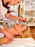 Huid die procedure gezichtsprocedure aangaande de machine van het ultrasone klankgezicht weer opduiken Stock Afbeelding