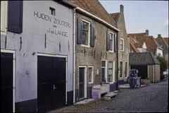Huidenzouterij en Westerwalstraat en Elburg fortificado Foto de archivo
