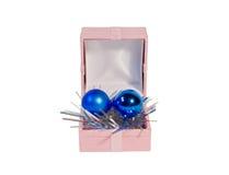 Huidige doos met nieuw jaarspeelgoed Stock Afbeelding