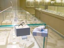 Huidige gift in juwelenwinkel Stock Afbeelding