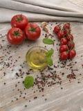 Huile d'olive avec des olives Images libres de droits