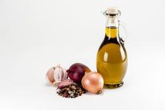 Huile d'olive avec faire cuire des ingrédients Photographie stock libre de droits