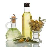Huile d'olive dans des bouteilles Photos stock