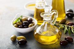 Huile d'olive dans des bouteilles de vintage Photo libre de droits