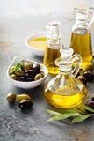 Huile d'olive dans des bouteilles de vintage Images stock