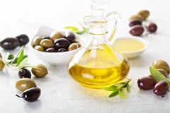Huile d'olive dans des bouteilles de vintage Image libre de droits