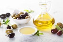 Huile d'olive dans des bouteilles de vintage Photos libres de droits