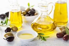 Huile d'olive dans des bouteilles de vintage Photographie stock
