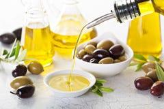 Huile d'olive dans des bouteilles de vintage Photo stock