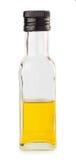 Huile d'olive dans la bouteille carrée en verre Photos libres de droits