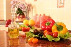 Huile d'olive sur une cuisine photo libre de droits